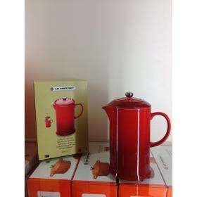 Кофейник пресс 22см вишня  LE CREUSET 91028200060000 | Rustirka.RU - Интернет-магазин надежной бытовой техники в Москве